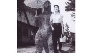 ฝันที่เป็นจริงของสาวน้อยวัย-13-ปี-กับการได้ออกเดทกับ-Godzilla